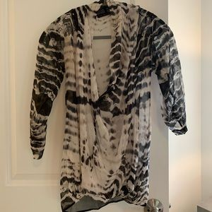 THE REFINERY Black white tie dye blouson drape top